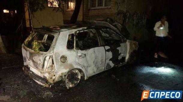 Авто згоріло майже вщент