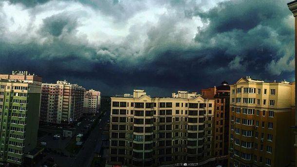 Грозовые тучи в Киеве