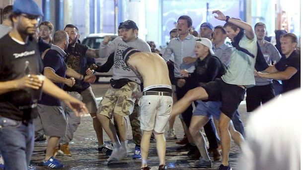 Столкновения между английскими и российскими фанатами в Марселе