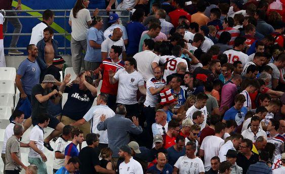 Бійка російських фанатів з англійськими
