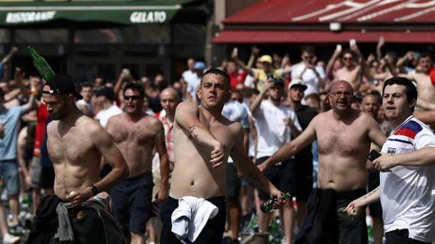 Российские фанаты устроили массовое побоище в Марселе