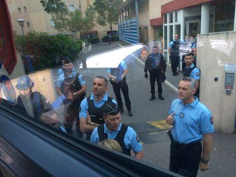 Автобус з російськими фанатами затримали у Каннах