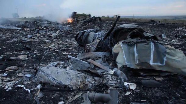 На борту сбитого Boeing-777 находилось 298 человек