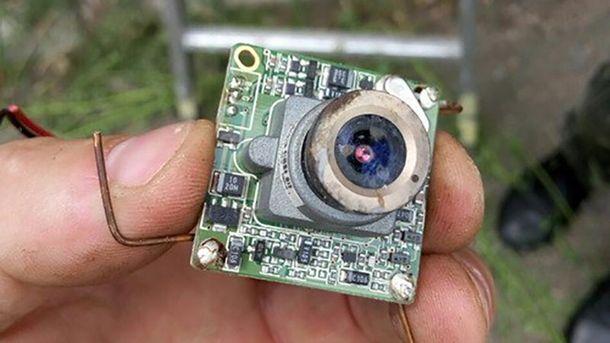 Зловмисник встановив замасковану камеру