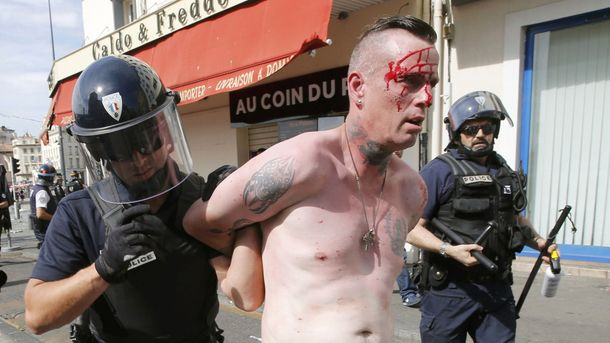 Російських фанатів видворять з Франції за неадекватну поведінку