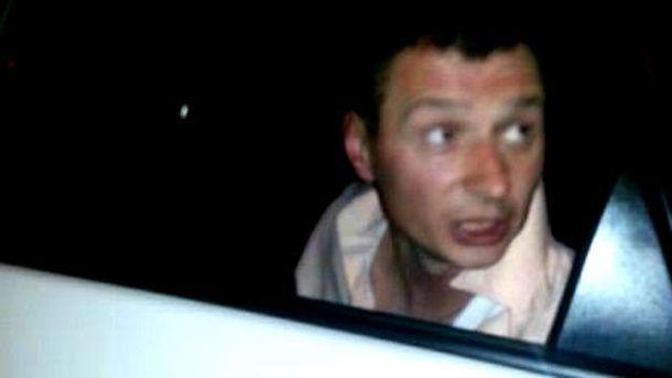 Поліцейський спробував відібрати у таксиста телефон