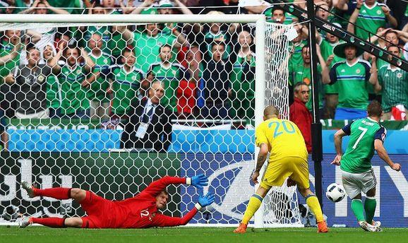Сборная Украины пропускает второй гол от Северной Ирландии