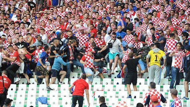 Хорватские болельщики во время матча против Чехии