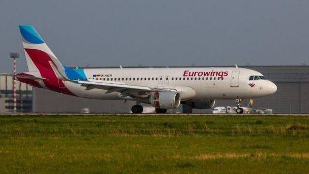 Самолет компании Eurowings с багажом на борту вылетел без пассажиров в Германии.
