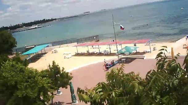 Пустой пляж в Крыму