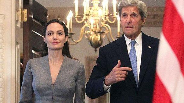 Джоли встретилась с Джоном Керри