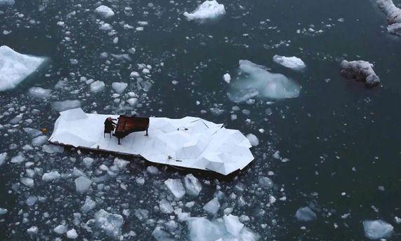 Людовико Эйнауди на льдине