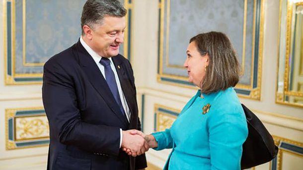 Виктория Нуланд и Петр Порошенко