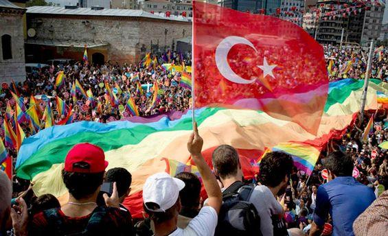 ЛГБТ-парад в Стамбуле (иллюстрация)