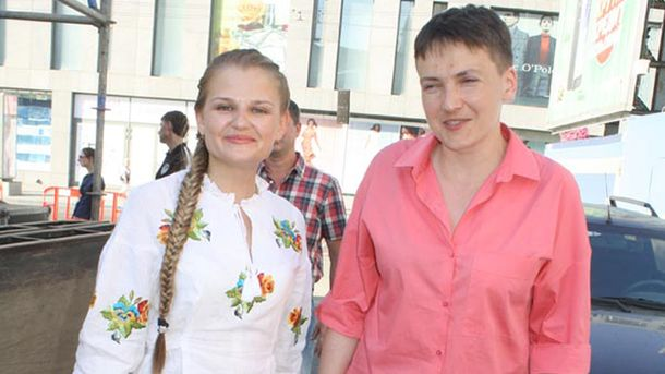 Надія Савченко (праворуч) у Дніпрі