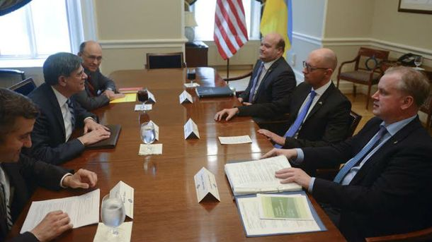 Яценюк во время встречи в США