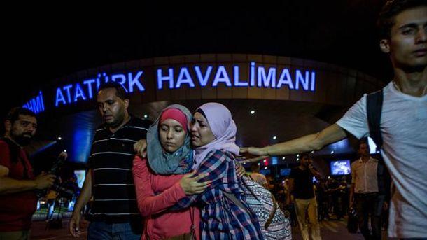 Кількість жертв в аеропорту Стамбула різко зросла