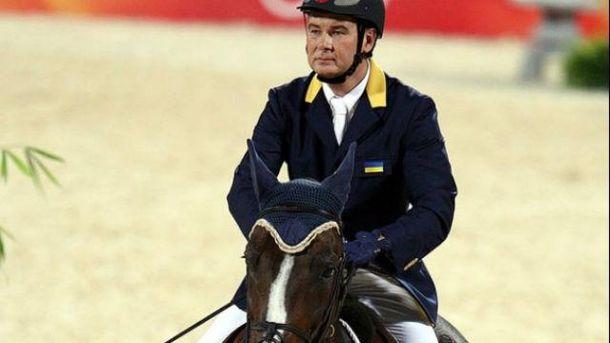 Онищенко является президентом Федерации конного спорта Украины