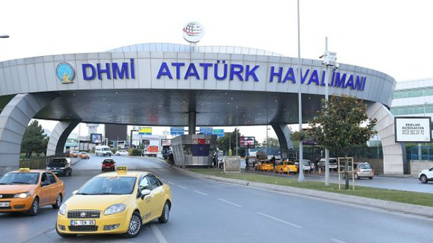 Троє терористів приїхали до аеропорту на таксі