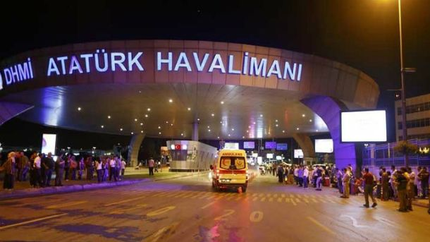 Терористи-смертники приїхали до аеропорту на таксі
