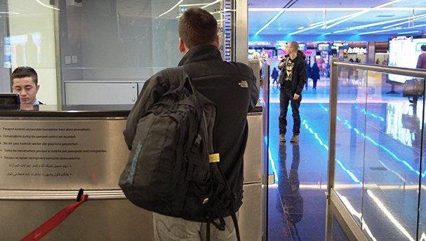 Паспортний контроль в аеропорту імені Сабіха Гекчена