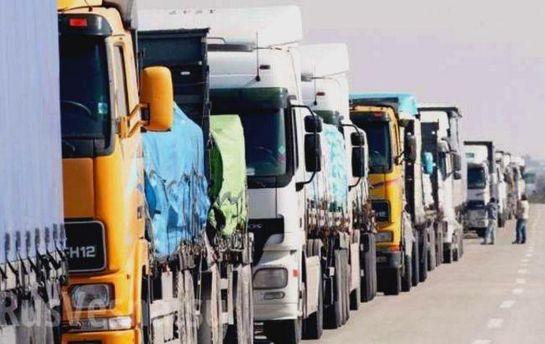 Черга вантажівок