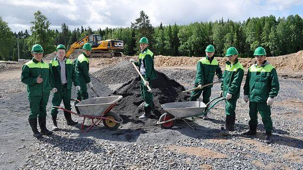 Студентам в России не привыкать к тяжелому труду (иллюстрация)
