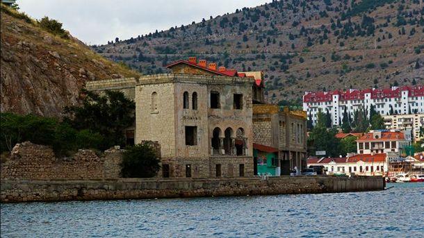 Старі будинки на узбережжі