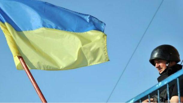 Розвідник вивісив напозиції бойовиків український прапор