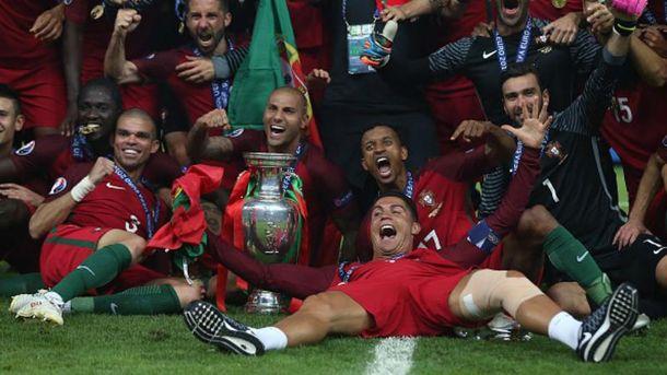 Сборная Португалии празднует феерическую победу на Евро-2016