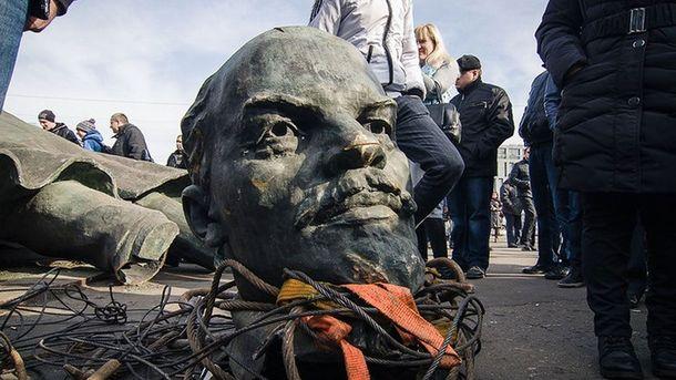 Пам'ятники Леніна ще досі