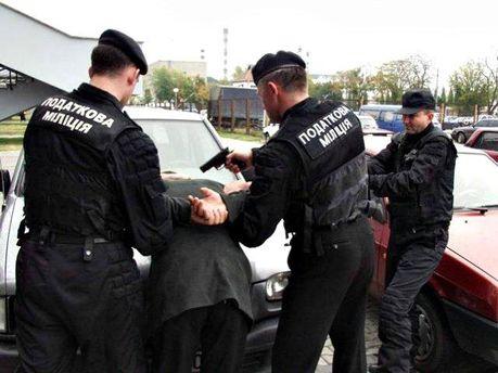 Податкова поліція затримала чоловіка