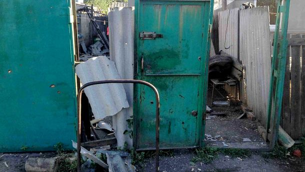Знищена огорожа у місті Торецьк