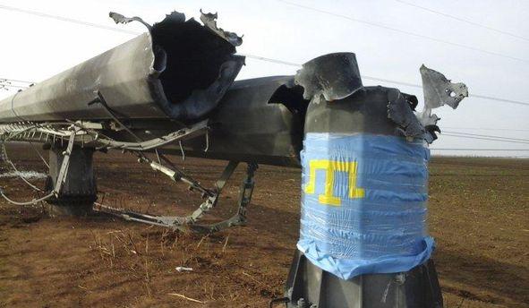 Подорванные электроопоры, которые подают свет в Крым