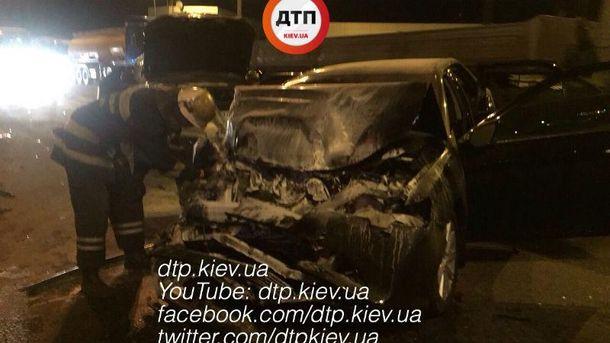 В результате аварии Toyota загорелась.