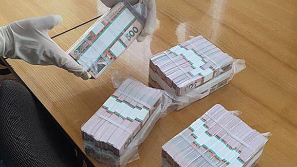 Чиновник отримав 1,5 мільйона гривень хабаря