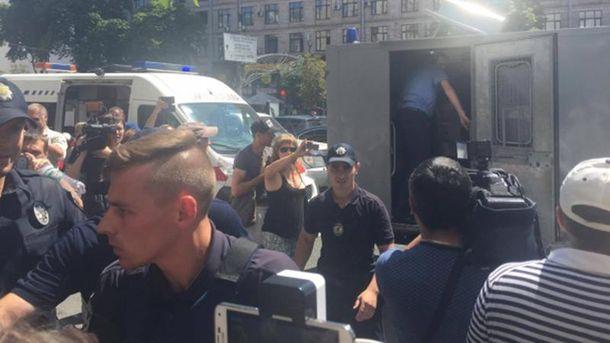 Молодики біля Будинку профспілок влаштували побоїще