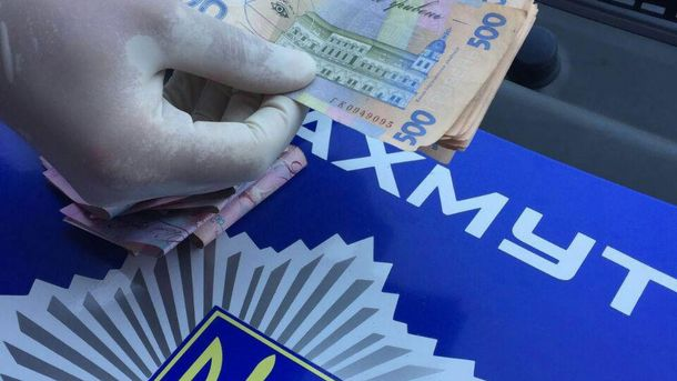 Поліцейський вимагав 8 тисяч гривень хабара