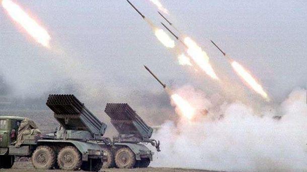 Окупант обстрілює українські війська із забороненої мінськими домовленостями зброї