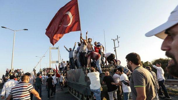 Спроба військового перевороту в Туреччині провалилась