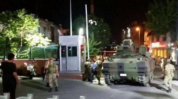 Танки и солдаты в Анкаре