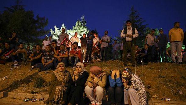 Турецкие женщины недалеко от резиденции Реджепа Тайипа Эрдогана