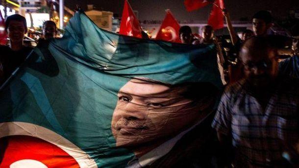 Стяг з зображенням Ердогана