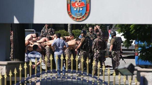 Задержанные военные-участники переворота в Турции