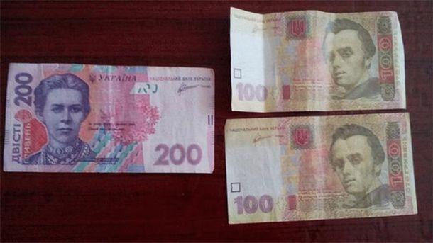 Фальшивые деньги, которые раздают накануне довыборов в Раду