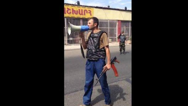 Вооруженные люди захватили участок полиции в Ереване