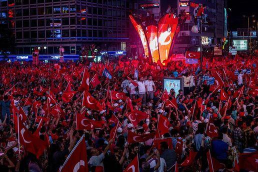 Акции против военного путча в Турции