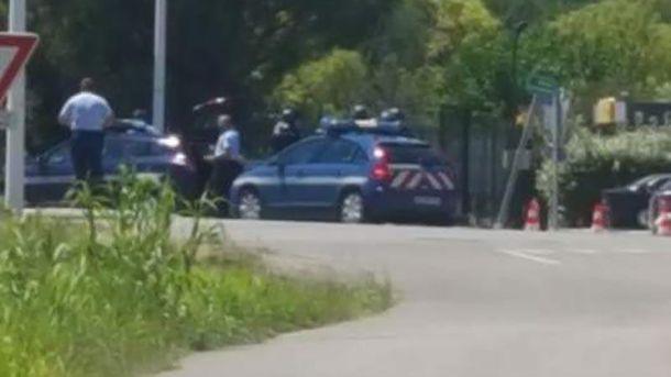 Поліція оточила готель