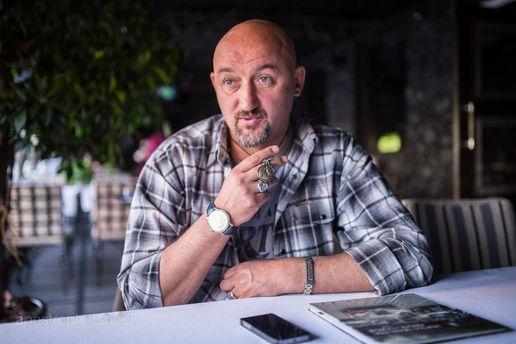 Волонтер и телеведущий Алексей Мочанов