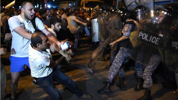 Ситуация в Ереване обострилась